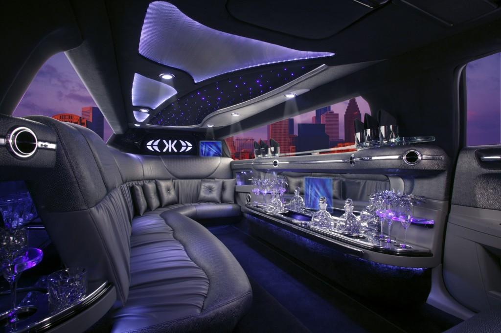 Chrysler 300 8 Passenger Limo